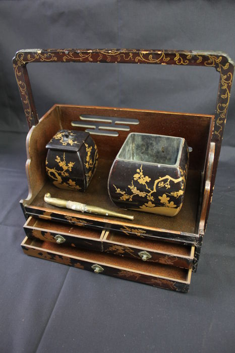 Antique lacquer makie 蒔絵 tabako-bon 煙草盆 - Smoking set used in the tea ceremony - Japan - Mid to late 19th century (Edo/Meiji period)