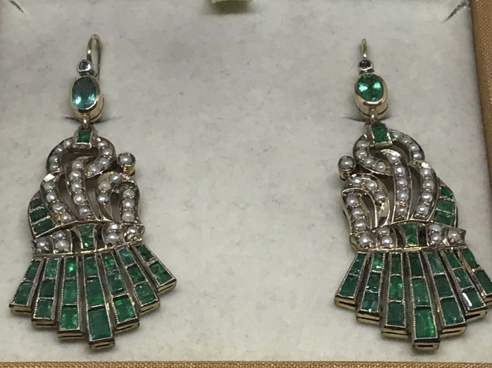 Earrings from 1950s, 18 kt gold with emeralds and seed pearls