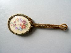 Adorable gilded metal mirror decorated with small stitch embroidery