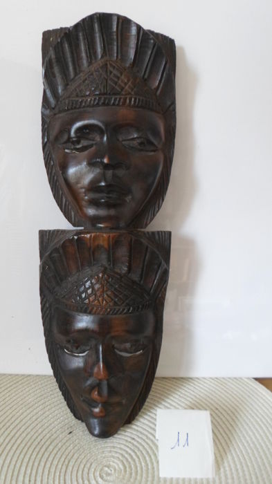 Beautiful sculpture representing masks on top of each other - Heads of young African women - Colonial period - Ebony
