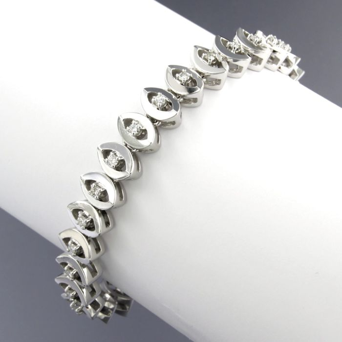 14 kt white gold tennis bracelet set with 29 brilliant cut diamonds, approx. 1.16  carat in total