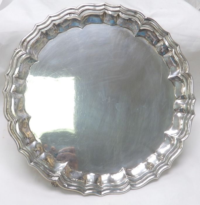 Centrepiece or salver in Spanish silver. 20th century.  765 g
