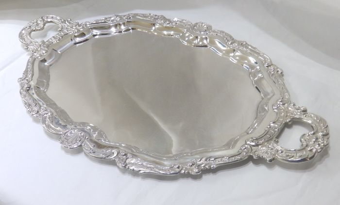 Oval tray in Spanish silver. 20th century. 1,125 grams