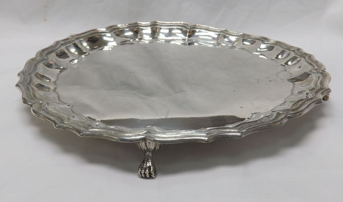 Centrepiece or salver in Spanish silver. 20th century.  520 g