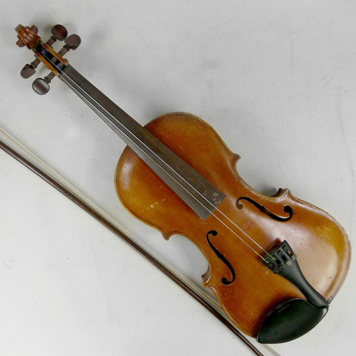 Antique violin with bow - brand/maker unknown - ca. 1900