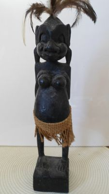 Beautiful African statue - Old tribal chief with spear - 20th century - Sculpted in light wood