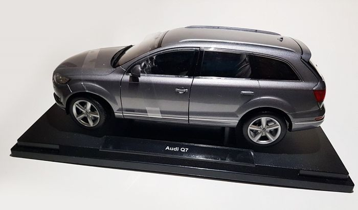 Welly - 1:18 - Audi Q7 - Metal Argento
