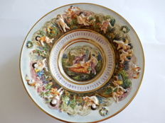 Capodimonte - Deep plate decorated with puttis and cherubs in relief