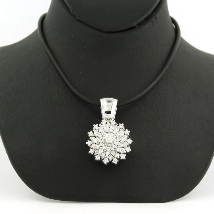 14 kt white gold entourage pendant on a rubber necklace with a 14 kt white gold clasp, length 42 cm