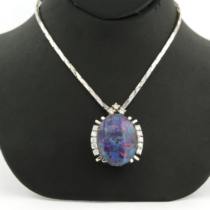 14 kt white gold necklace with a fixed pendant with 13 brilliant cut diamonds 0.56 carat and opal triplet