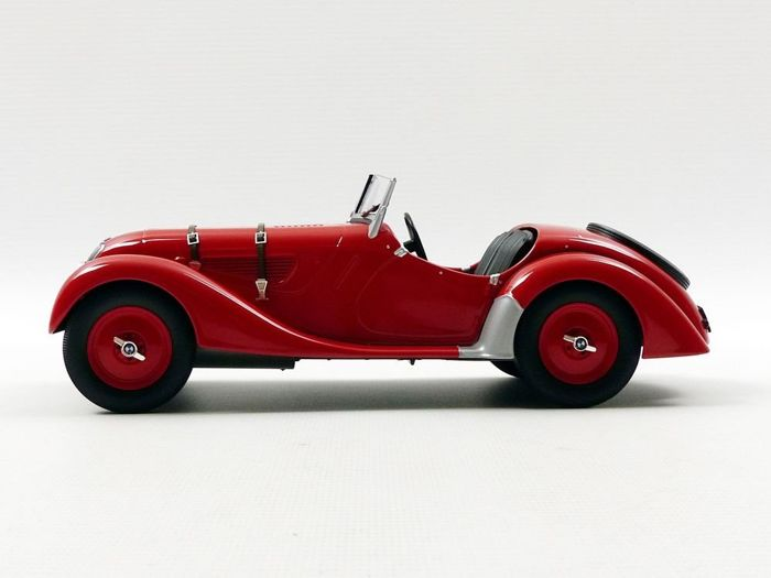 MiniChamps - 1:18 - BMW 328 1936 - Rood