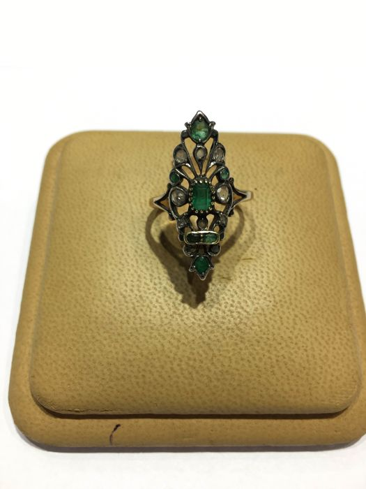Ring in 14 kt gold and silver with diamonds and emeralds