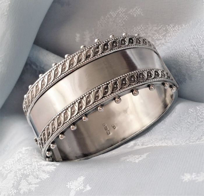 Victorian silver bangle -  Hallmarked Robert James Dick - Birmingham 1884