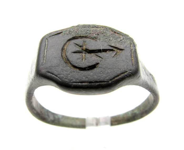 Medieval Crusaders Bronze ring with Moon Crescent and Arrow  - 21 mm