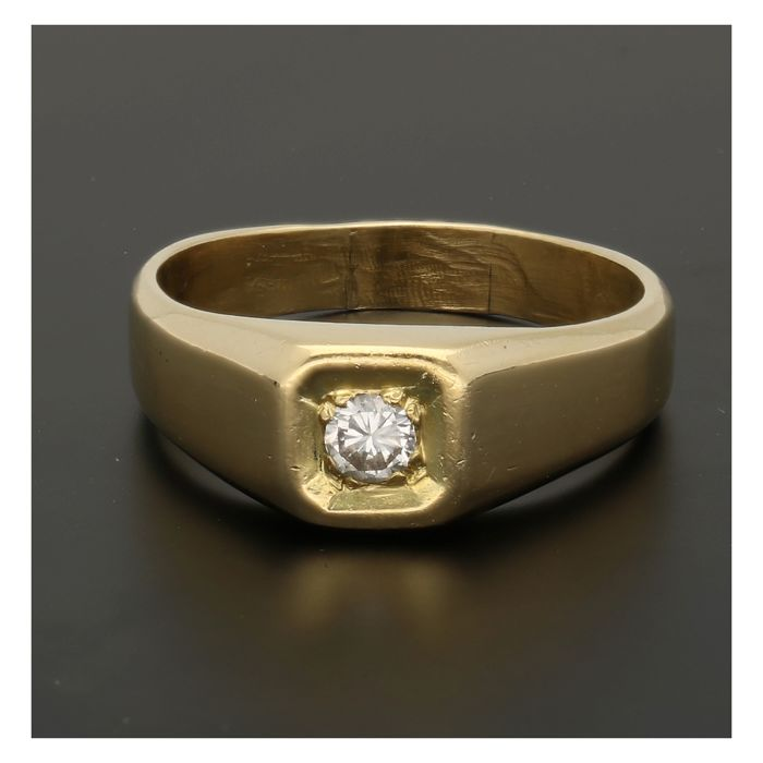 18 kt - Yellow gold ring set with a brilliant cut diamond of approx. 0.12 ct - Ring size: 18.5 mm