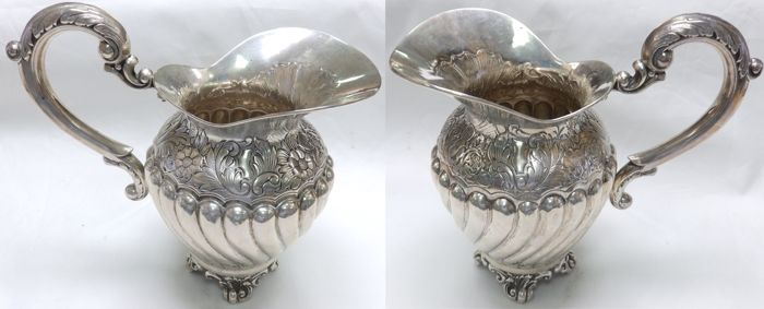 Lot of two silver jugs. Spain. 20th century. 950 g