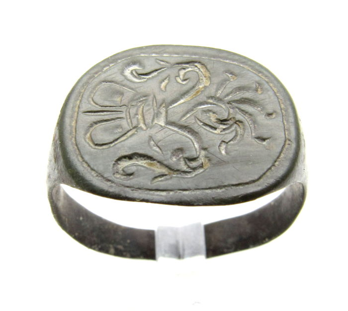 Medieval Crusader's Heraldic Seal Ring with Crown Engraved on Bezel - 21 mm