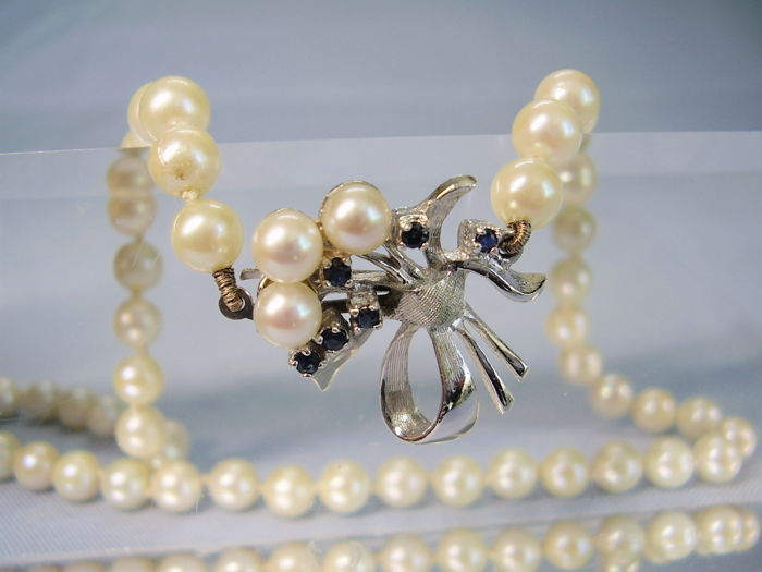 Genuine white akoya pearl necklace, pearl choker with decorative clasp with natural blue sapphires totalling 0.10 ct