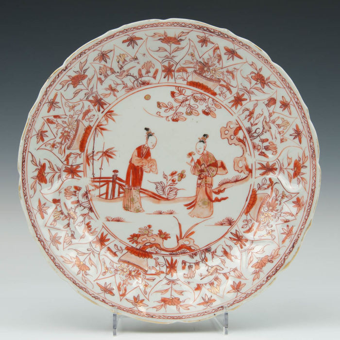 Milk and blood porcelain plate - tall women in a garden that is bordered by a fence - China, 18th century (Kangxi period)