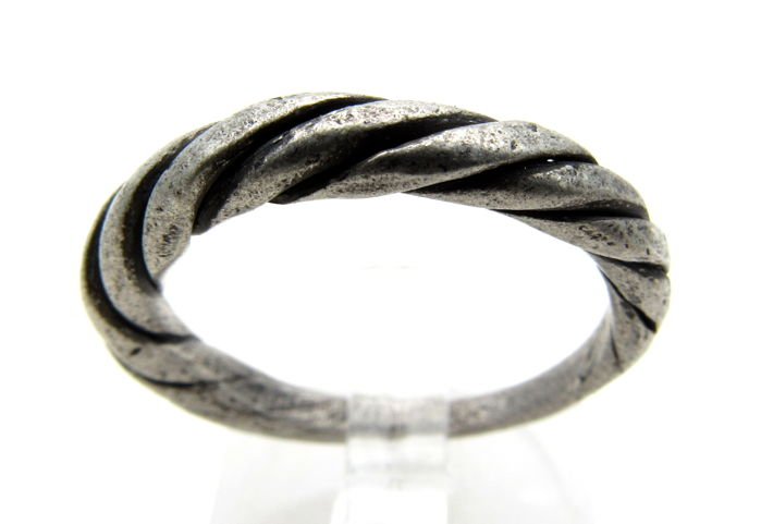 Medieval Viking Silver Twisted Ring with Knot Bezel - 19mm