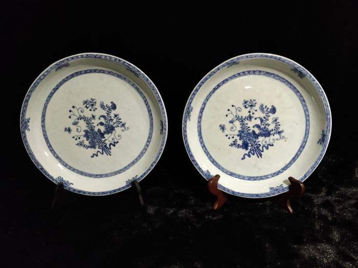 Pair of blue and white porcelain hollow dishes with flowers decoration - China - 18th century