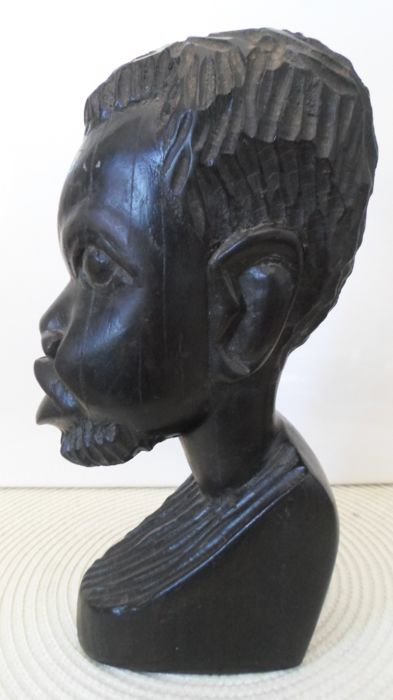 Beautiful sculpture - Head bust of a young African man from the colonial period - Ebony - Very heavy.