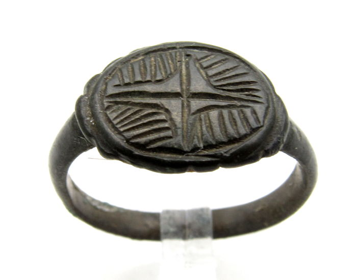 Medieval Crusaders Holy Land Bronze Ring with Star of Bethlehem on Bezel - 19 mm