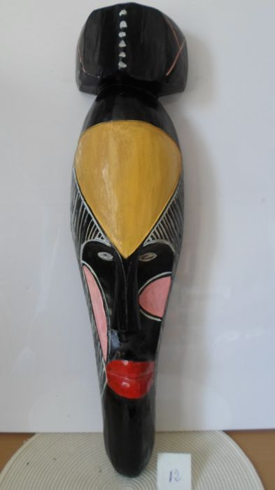 Very tall African mask - 20th century - Carved in light wood painted in 5 colours