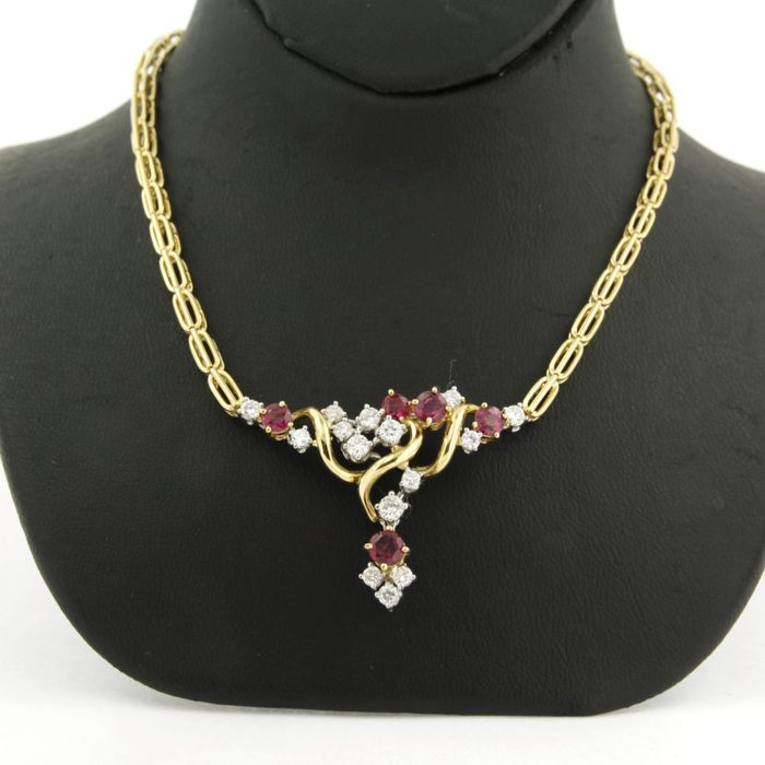 18 kt, bi-colour gold necklace set with 5 brilliant cut rubies, 1.00 carat, and 15 brilliant cut diamonds, 0.80 carat, length 40 cm