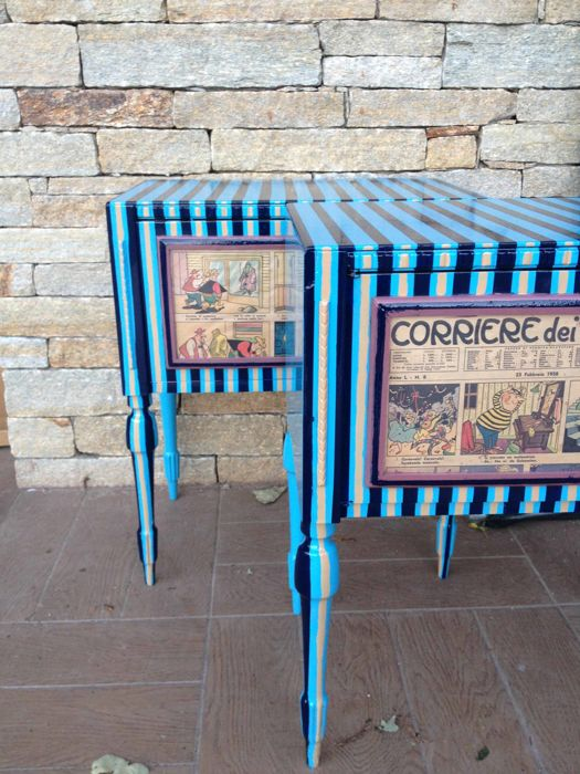 Pair of striped bedside tables from the 1930s in solid wood - Italy