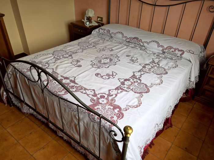 Museum-quality bedspread with Burano Venice embroidery