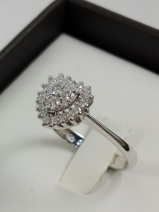 'PG Gioielli' women's ring in 18 kt white gold with pavé of diamonds totalling 0.30 ct Weight: 3.2 g