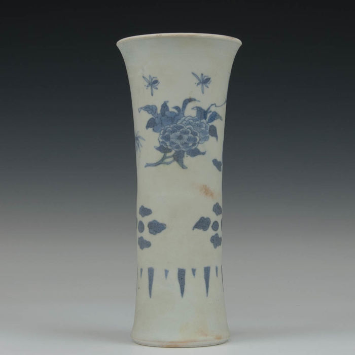 A blue white porcelain vase, GU - floral decorations - China - transition period, 17th century. (Hatcher Cargo).