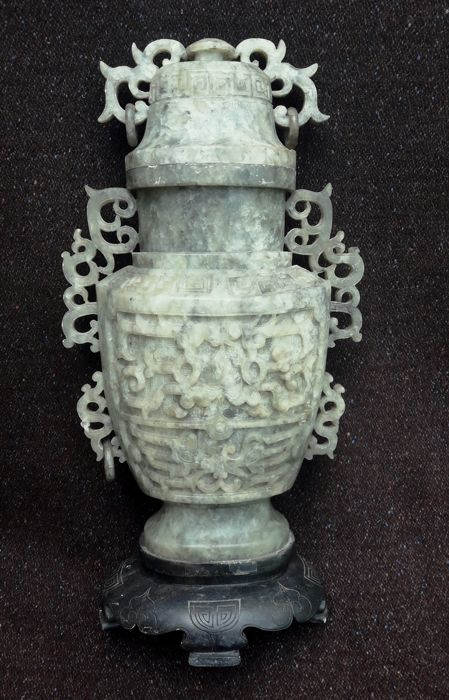 Urn in green hardstone - China - Mid-20th century