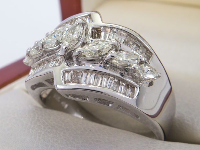 1.25Ct -  white gold diamond entourage ring - **No Reserveprice**.