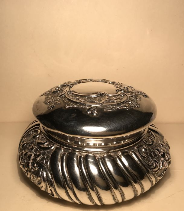 Silver jewellery box - late 19th / early 20th centuries - by Antonio Giacchè, Milan (Italy)