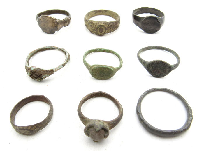Very Fine Selection of 9 Ancient to Medieval Bronze Rings - 14-18mm