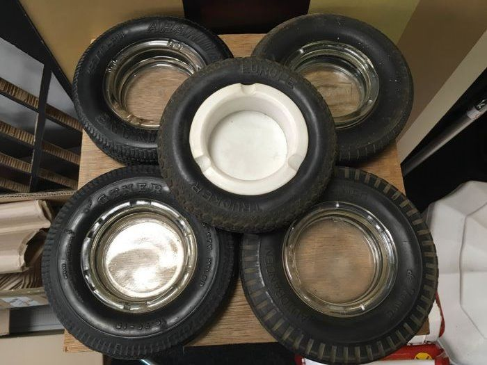 5 x ashtray in tyre (gadget)