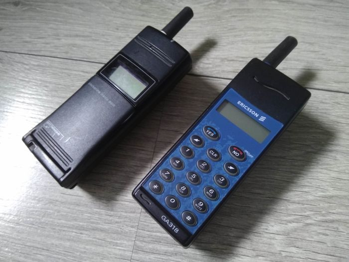 Lot of 2 vintage Ericsson mobile phones - model GA318 & GF337 - with charger for car and home