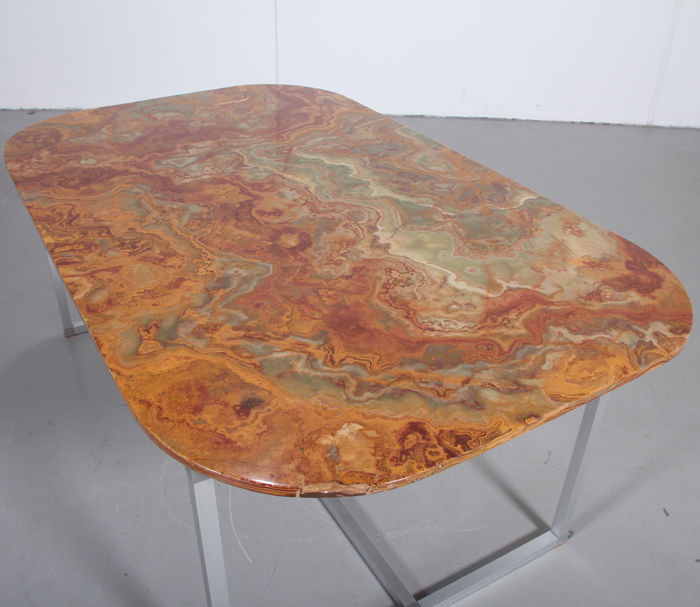 Producer unknown - Custom-made diningtable with onyx top