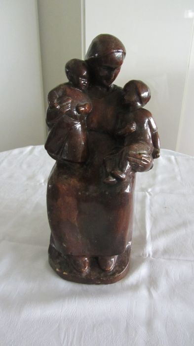 Large sculpture mother with two children on her lap - signed - Michel Poppe - Belgian - 1st half 20th century