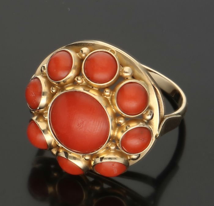 14 kt - Yellow gold ring set with precious coral - Ring size: 16.75 mm