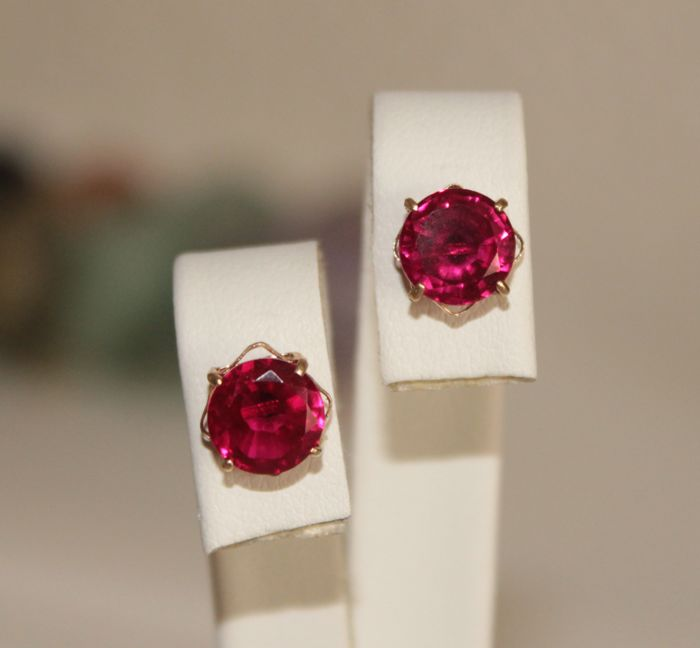 14 kt Gold earrings with natural Rubies of 3.25 ct ***No reserve price***