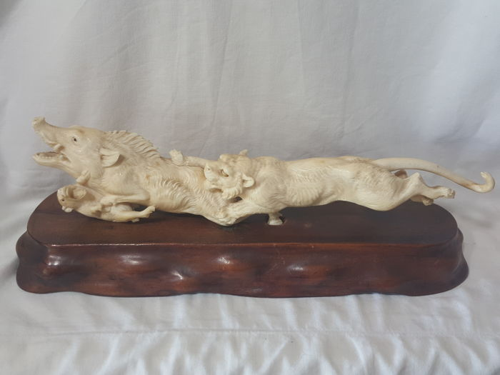Ivory okimono, tiger and boars - Japan, turn of the 20th Century (Meiji Era)