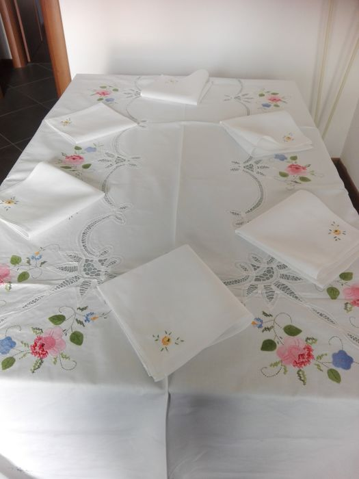 Lace & Embroideries / handmade embroidery tablecloth in pure cotton for 12