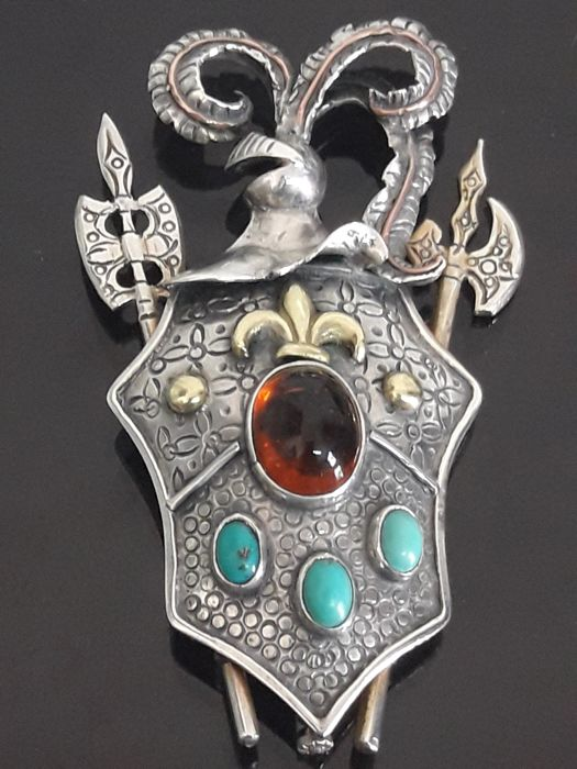 Heraldic Alfonsin brooch of silver gold and precious stones (No initial price)