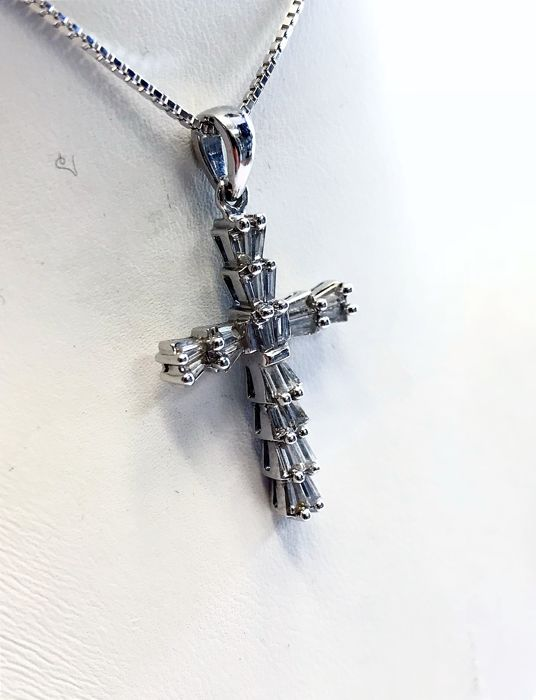 18ct White Gold 1.1ct Diamond Set Cross Necklace