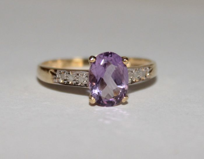 10 kt gold ring with natural amethyst and diamonds of 1.442 ct - Ring size: 17.25 (mm) *** No Reserve Price ***