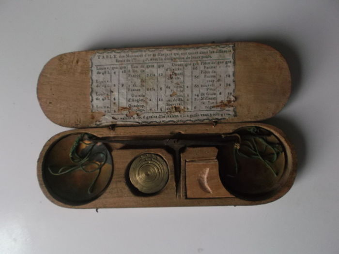 Coin weight scale in wooden box + weights - France - 19th century