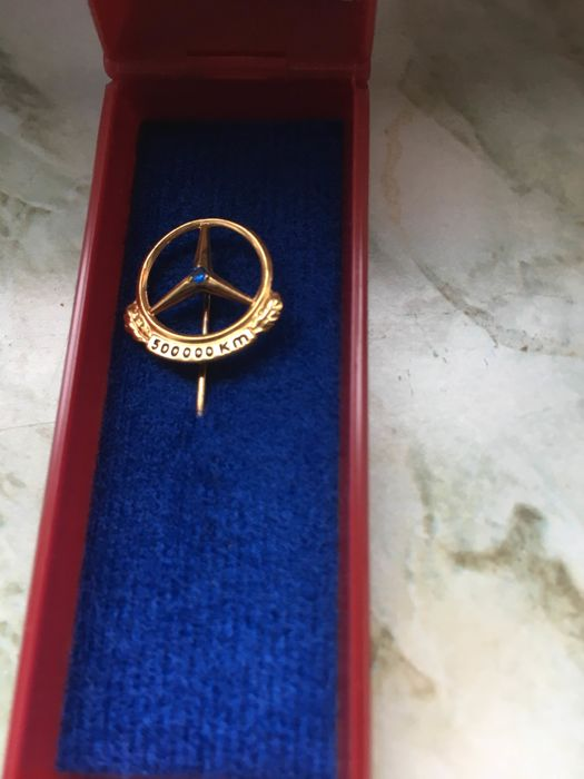 Mercedes Benz 500,000 km pin/brooch, 835 silver and sapphire